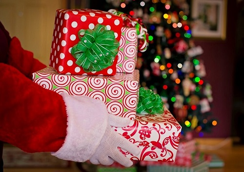 Projetando vendas no Natal, Fecomércio estima consumo médio de R$ 200 por consumidor com presentes