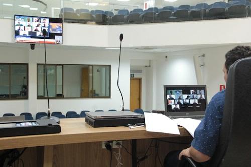 Revisão salarial e extinção de cargos serão votados hoje em reunião extraordinária