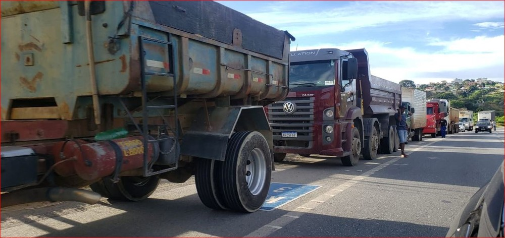 Na MG-424, protesto contra novo aumento do preço do diesel