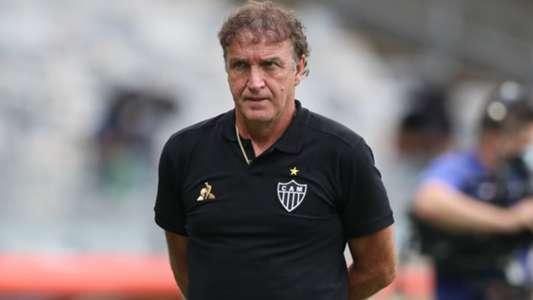 Atlético e Cuca, em discussão: time perdeu também para a Caldense; o treinador não desaprendeu e situação de Hulk precisa ser resolvida