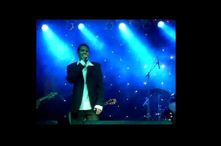 Anderson Mota canta Roberto Carlos no Clube Náutico (PROMOÇÃO)
