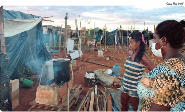 Famílias precisam de doações, desde gêneros alimentícios até roupas e material para reforçar as moradias