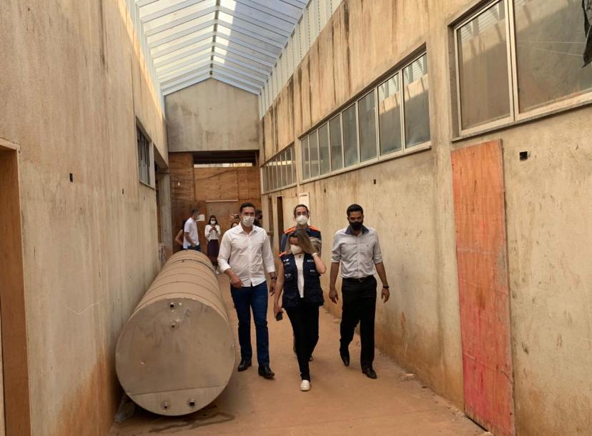Representante da Sec. Estadual de Saúde, deputado Douglas Melo, prefeitos da região e o secretário de Saúde de Sete Lagoas, visitaram construção na sexta-feira passada