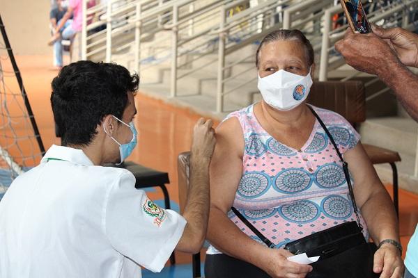 Vacinação será realizada no ginásio Dr. Márcio Paulino (Centro, na Feirinha) e estacionamentos das faculdades Santo Agostinho e Unifemm, de 8h30 às 17h. Foto: Celso Martinelli