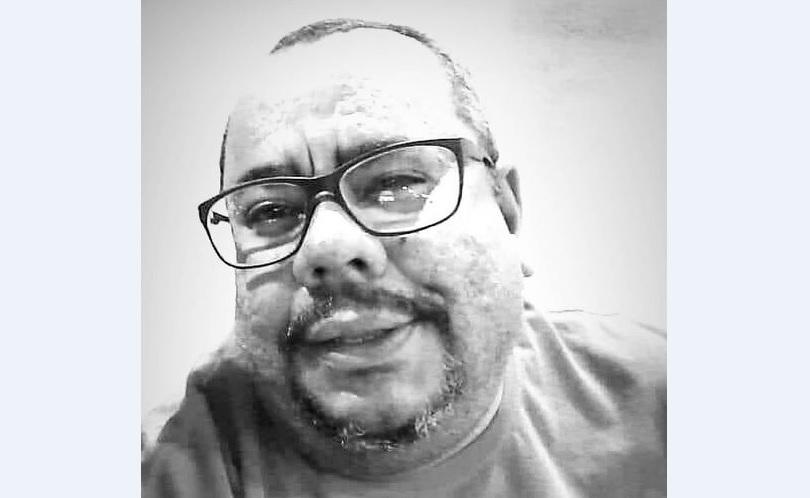 Homenagem de Rodrigo Dangelo a Manel, fã número um do Íris de Seda