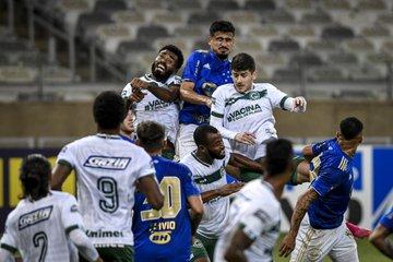 Que situação a do Cruzeiro: comemorando o primeiro ponto na Série B, em casa, no apagar das luzes, contra o Goiás