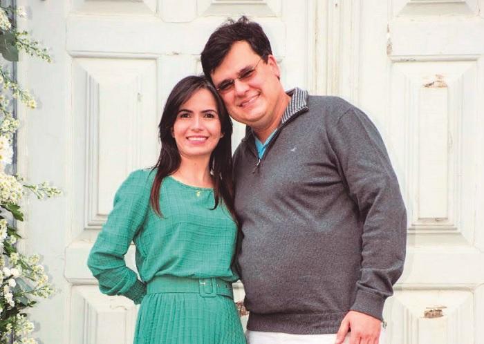 """Casaram-se no dia 2/7 o professor e procurador Ramsés de Castro e a professora Lívia de Oliveira. O matrimônio na igreja será em julho. """"Seja com ou sem pandemia, a cerimônia vai acontecer, mas com o número reduzido de convidados"""", afirmou."""