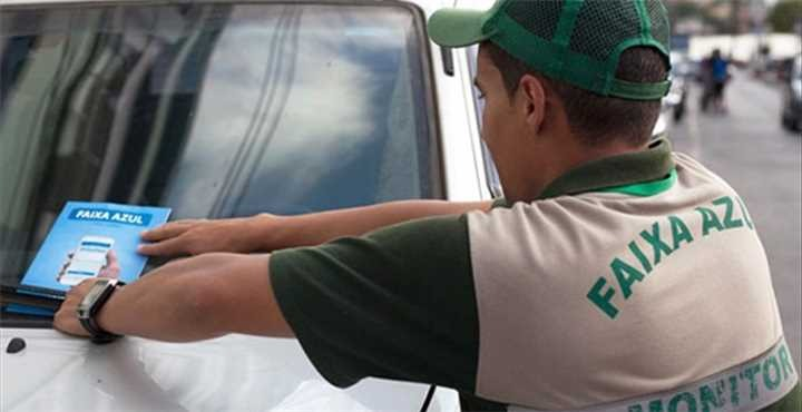 Saiba onde comprar Faixa Azul antes de estacionar e evite possíveis multas