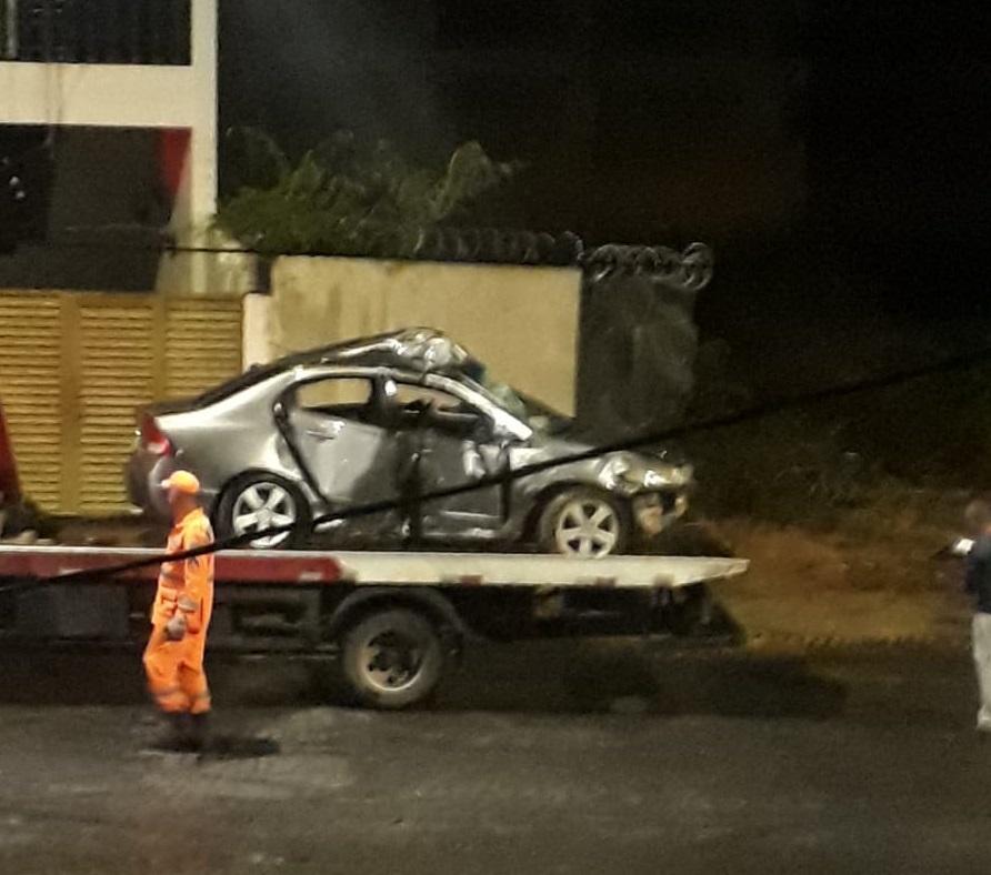 Na Av. Boqueirão, motorista embriagado bate em muro e mata passageiro de 30 anos