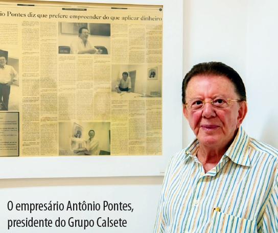 Antônio Pontes estava com 82 anos. Na foto, ao lado de uma entrevista concedida ao jornal SETE DIAS que fez questão de emoldurar. Foto: Alan Junio